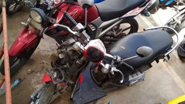Motor yang dirusak pemiliknya karena tak mau ditilang dibawa ke Polres Tangerang Selatan. Foto: Andesta Herli Wijaya/kumparan