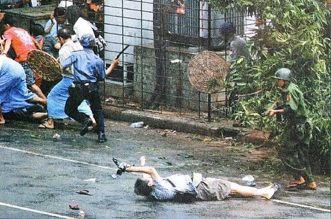 Kenji Nagai memotret meski telah tertembak
