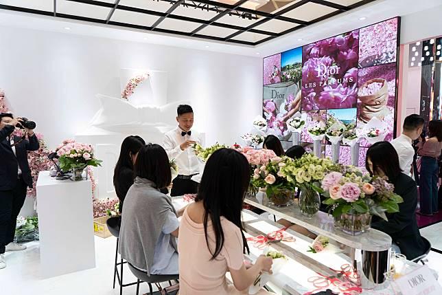 玫瑰為Mr. Dior所喜愛,亦是Miss Dior香水的招牌香氣,所以花店都不難找到其蹤跡。
