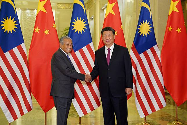 Chinese President Xi Jinping shakes hands with Malaysian Prime Minister Mahathir Mohamad before the bilateral meeting of the Second Belt and Road Forum at the Great Hall of the People in Beijing, China, April 25, 2019.