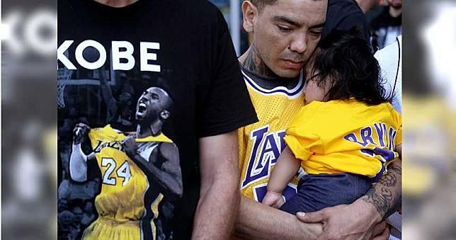 賺死人錢? Kobe追思會贈品炒賣至天價…網站急下架