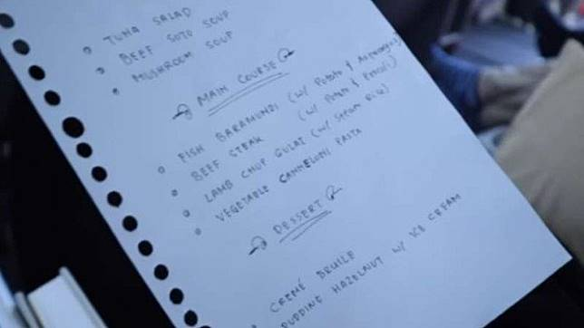 Menu tulisan tangan di penerbangan Garuda