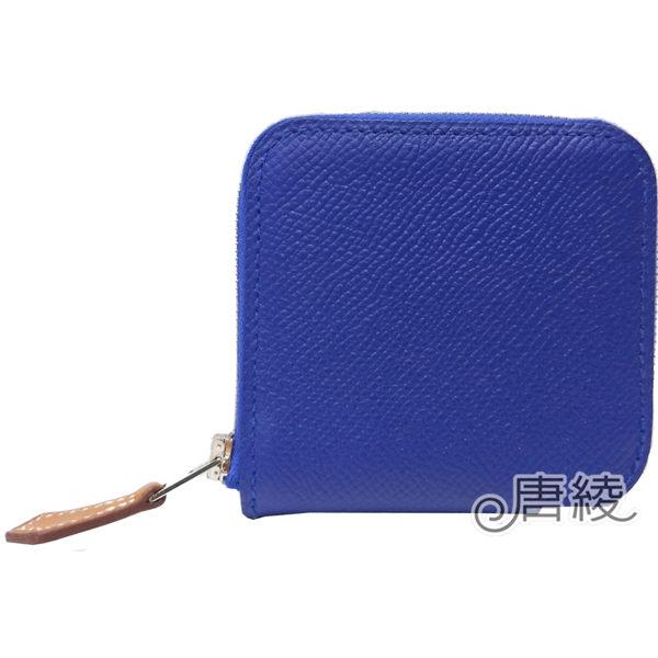 觸感柔軟EPSOM小牛皮n採用絲巾內裡設計增添時尚感n小巧玲瓏,入門包款