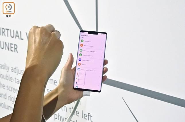 支援一系列凌空操作,例如5指抓住就會擷取屏幕畫面。(林子聰攝)