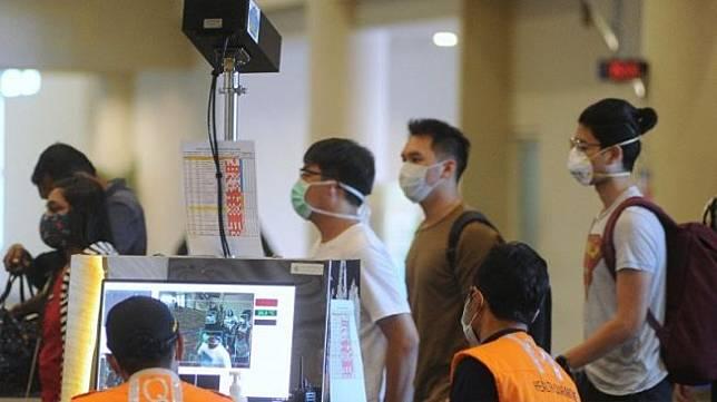 Pemerintah menetapkan larangan berkunjung atau transit bagi warga negara asing  Resmi! Mulai Hari Ini Orang Asing Dilarang Masuk ke Indonesia
