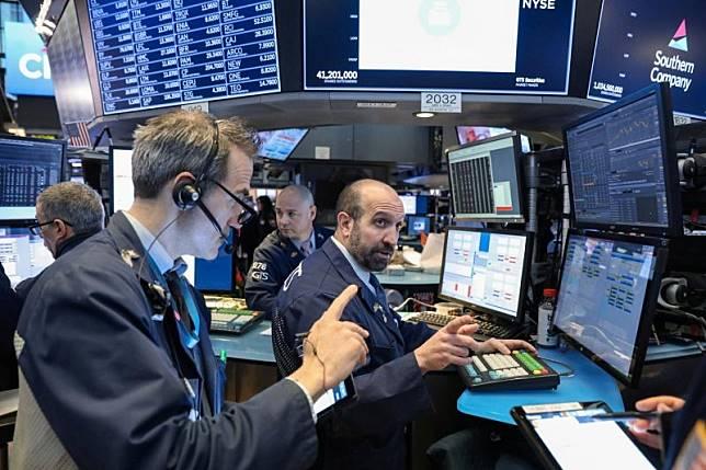 Hasil gambar untuk Wall Street tergelincir saat pembatasan Huawei menyeret sektor teknologi