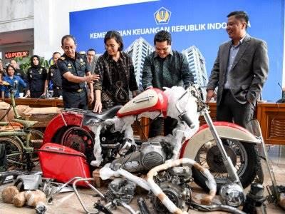 Erick Thohir Pecat 5 Direksi Garuda Indonesia