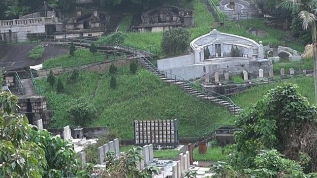 摩星嶺一號的昭遠墳場是何東家族不少後人的長眠之地。