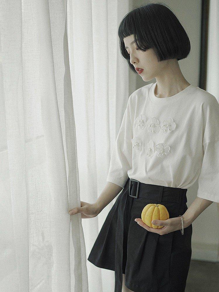 面料:全棉 顏色:白色 設計:舒適柔軟全棉面料 立體花裝飾 可愛少女感