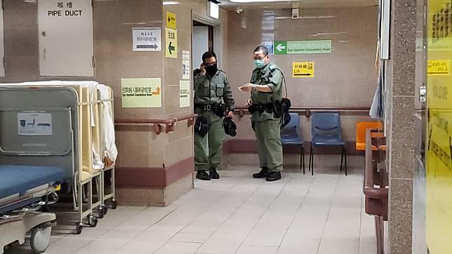 警員在病房外把守