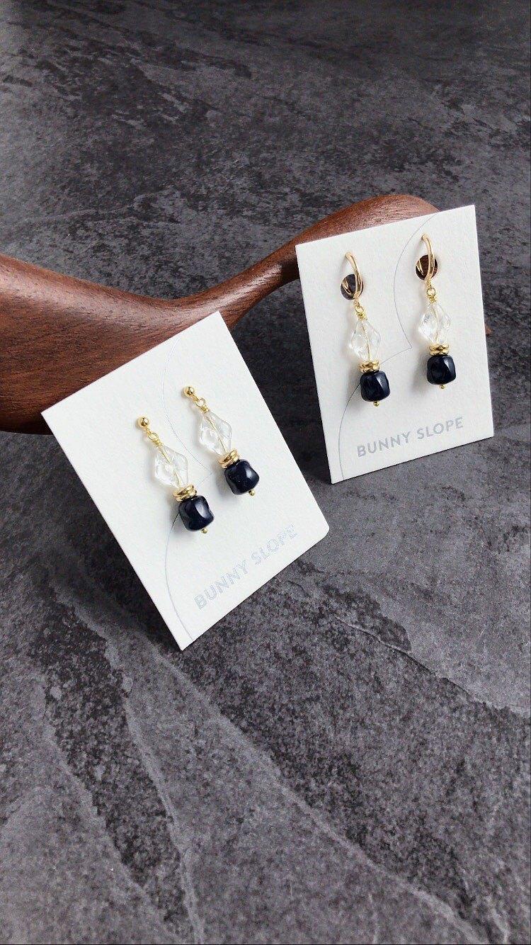 整個系列使用多種歐洲玻璃珠、歐洲老珠、美國老珠製成 在暗黑與古老魔法陣的氛圍之下,仍想帶入一些萌萌可愛的感覺。