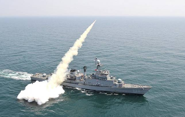 This handout photo released by the South Korean Defence Ministry shows a South Korean navy vessel firing an anti-ship missile during a naval drill off the east coast of South Korea on May 19, 2015. South Korea's military said it was holding live-fire drills on May 19 off its country's east coast involving anti-ship missiles and jet fighters after North Korea conducted a submarine-launched ballistic missile test condemned by Seoul and Washington. AFP PHOTO / South Korean Defence Ministry