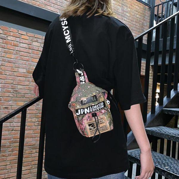 ins包包斜背包男運動新款街頭潮流嘻哈情侶胸包女單肩手機小背包 科炫數位