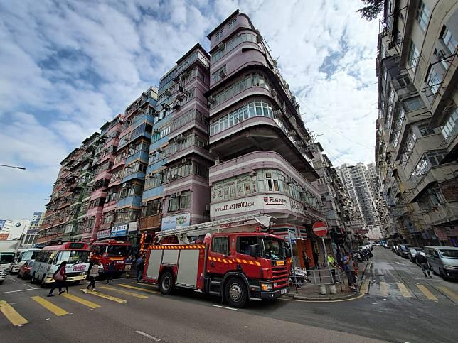 馬頭圍道111號一幢唐樓發生火警。 梁國峰攝