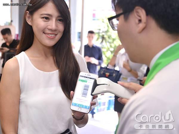 全家My FamiPay啟動線上付服務,能在實體商店購物支付,也能在APP中購買預售商品(圖/卡優新聞網)