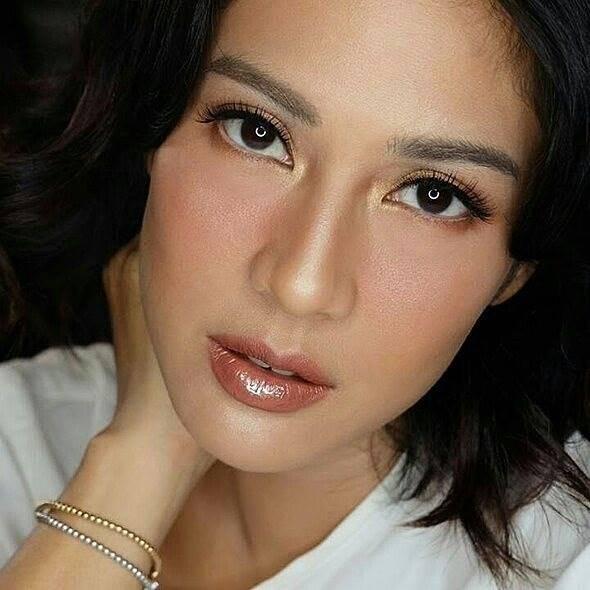 Tanpa Sulam Alis 10 Artis Indonesia Ini Tampil Cantik Alami Dengan Alis Tebal