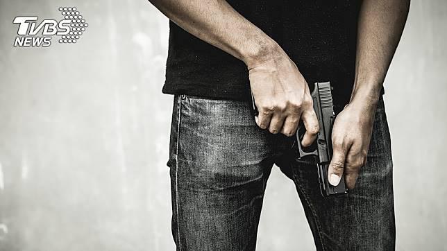 加拿大員警勸精神病患吃藥時,過程中竟朝對方開3槍擊斃他。(示意圖/TVBS)