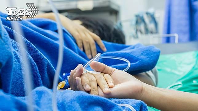 家屬1句話,害病患太激動腦血管爆裂。示意圖非當事人/TVBS