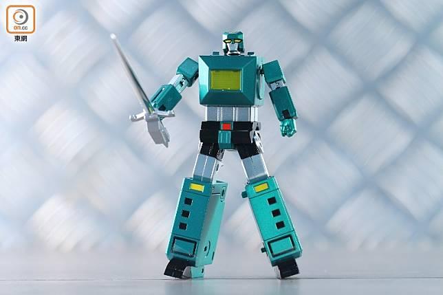 巨人神Titan,動畫中的絕招是重力攻擊「泰坦旋風」,是六神合體的左手,武器是超級劍。(胡振文攝)