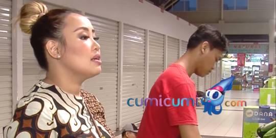 Pinkan Mambo Kini Jualan Makanan dan Cuci Pakaian. Channel YouTube Cumicumi ©2020 Merdeka.com