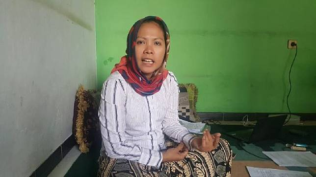 Lilis Saodah (45) Kades gagal yang curhat ke Jokowi saat ditemui di kediamannya, Cadasngampar, Sukaraja, Bogor, Jumaat 15 November 2019. TEMPO/M.A MURTADHO