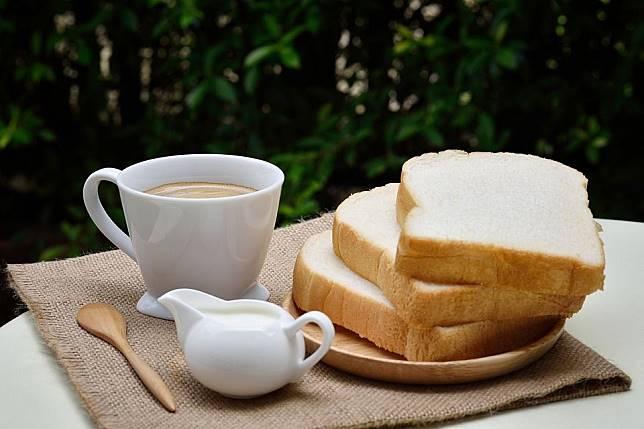 Sarapan dengan roti.