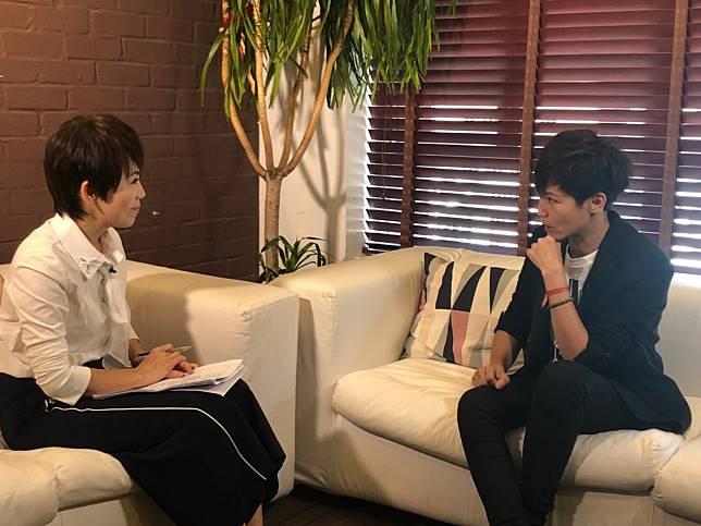 ▲陳雅琳(左)獨家專訪反送中歌手何韻詩。(圖/壹電視)