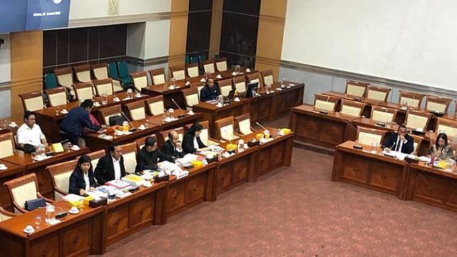 Rapat dengar pendapat Komisi I DPR dengan Dewan Pengawas (Dewas) TVRI terkait pemecatan Direktur Utama Helmy Yahya, Selasa (21/1/2020). (Liputan6.com/Delvira Hutabarat)