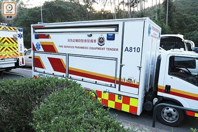 消防處輔助醫療裝備車到場。(郭垂垂攝)