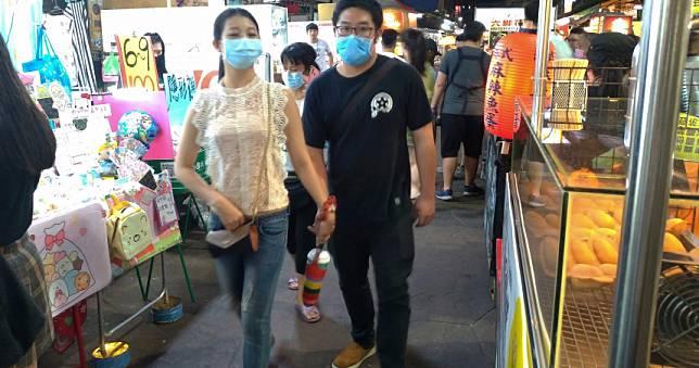 各國祭封城,台灣連假訂房率卻飆升! 醫嘆:地雷被點燃機率大增