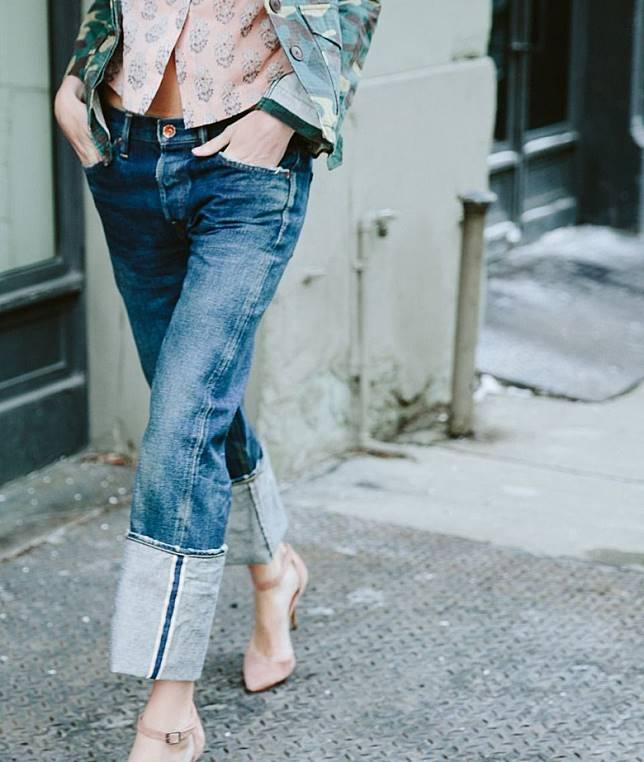 想用現成牛仔褲DIY摺腳效果,注意摺腳的闊度最少要4至5吋才合規格。(互聯網)