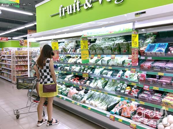 消費信心受全球經貿與金融市場不確定升高影響,2018民間消費成長下修0.06%至2.47%(圖/卡優新聞網)