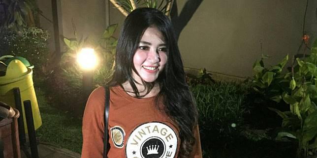 Penyanyi Via Vallen saat ditemui selepas acara peluncuran Liga 1 2018 di Studio 5 Indosiar, Senin (19/3/2018)