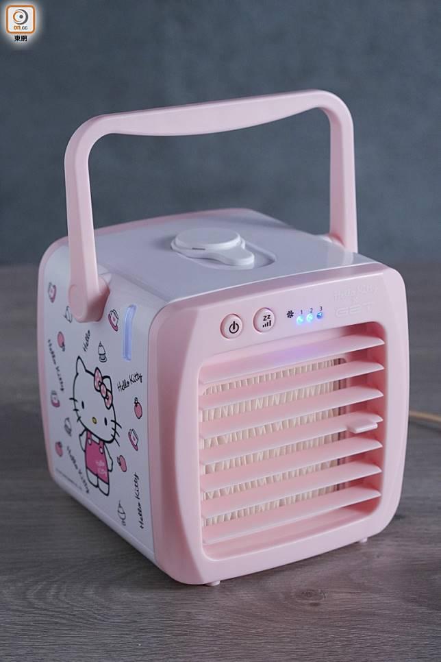 Hello Kitty微型冷氣機,長151mm、高136mm,正方的骰僅重680g,並附有便攜手把,方便隨時帶出街用。(張群生攝)