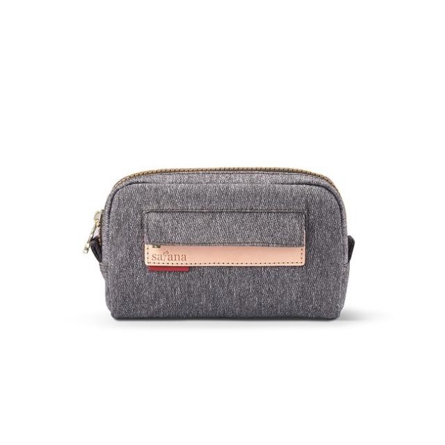 簡單萬用的小收納包,可當作化妝包、盥洗包使用,是出門、旅遊最稱職的收納幫手!