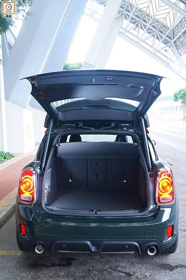 Countryman的尾箱空間一向出色,標準容量450L。(莫文俊攝)