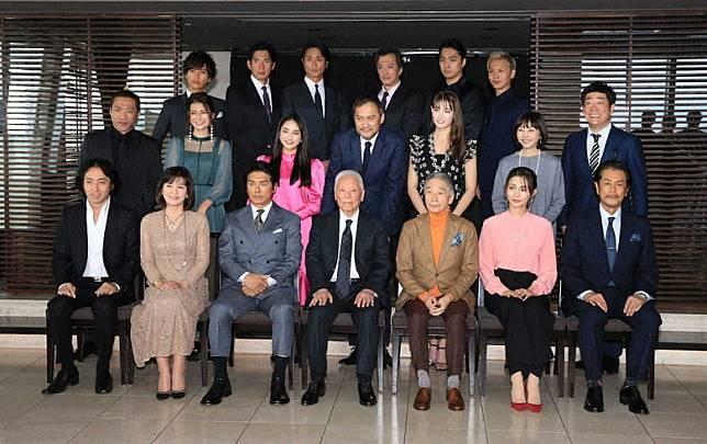 渡邊謙昨日現身事務所的新年會。