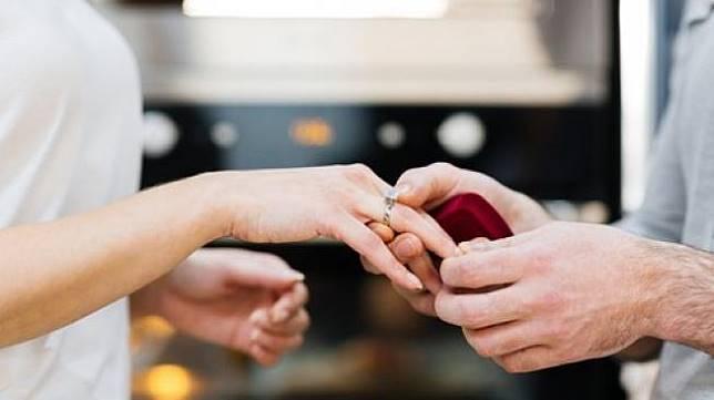Ilustrasi cincin pertunangan. (Shutterstock)
