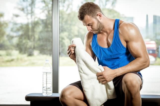 """4 cách giảm đau cơ hiệu quả nào giúp anh em ta """"sống sót"""" qua ngày tập chân?"""