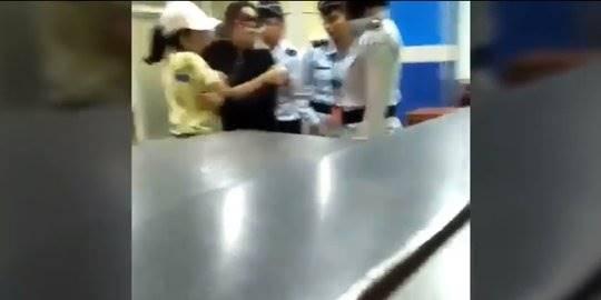 Wanita tampar petugas bandara. ©2017 Merdeka.com