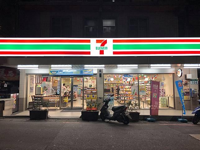 ▲食品品項多的便利商店是許多人買宵夜的選擇之一。(圖/翻攝 7-11 淡欣門市)