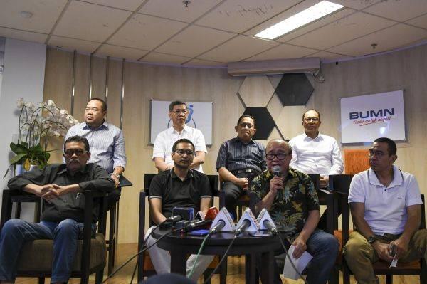Dewan Komisaris Garuda Indonesia memberikan keterangan pers di Kementerian BUMN Jakarta, Sabtu (7/12/2019).