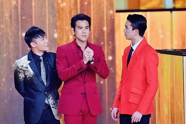 甄澤權(左起)、彭于晏同吳磊被網友稱為央視春晚史上「最帥魔術天團」!