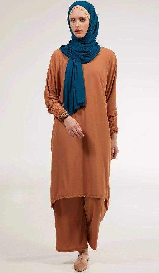 10 Ootd Hijab Simpel Dengan Tunik Cokelat Untuk Lebaran Yang Bersahaja Womantalk Com Line Today