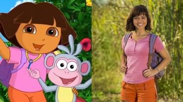 麥可貝製作!《愛探險的Dora》曝光首張真人版女主角劇照 上衣配短褲穿搭完全複製!