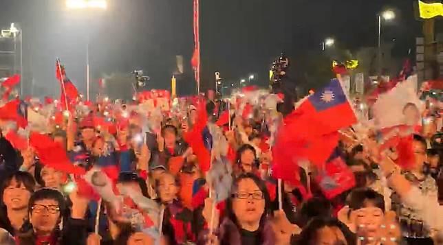 支持者對能在自己的國家的公開場合揮舞國旗、大聲說我愛中華民國感到雀躍。