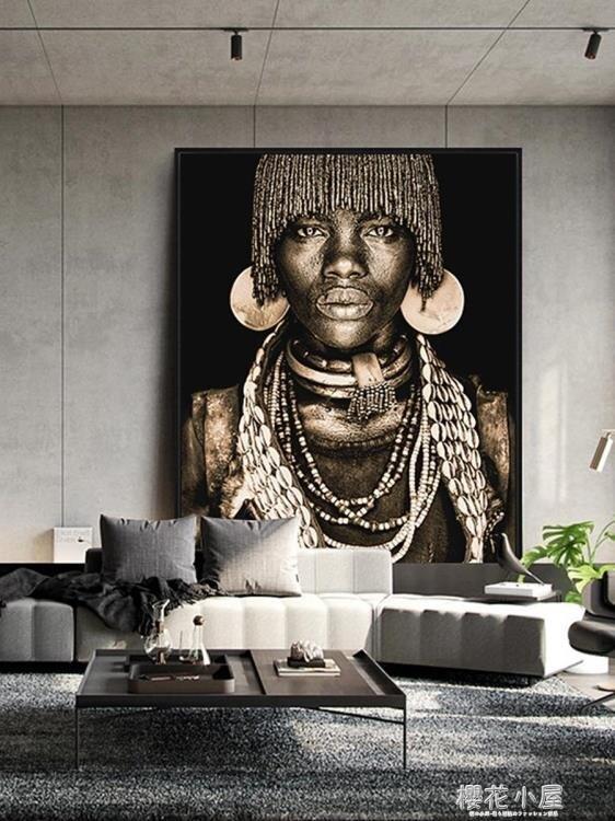 輕奢裝飾畫現代簡約客廳黑人掛畫金色背景牆過道大尺寸玄關畫壁畫QM