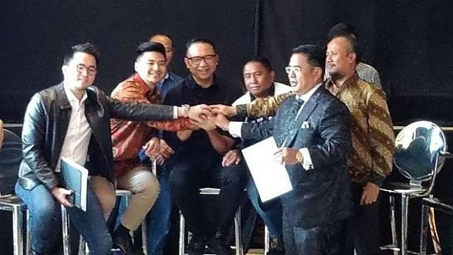 Polemik antara YouTubers Rius Vernandes dan Garuda Indonesia berujung damai.