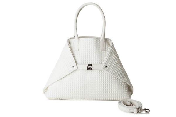 2b06b921ce26 40代レディースバッグ66選|カジュアルスタイルに合わせやすいバッグや軽くておしゃれなバッグ集 (PreciousNews) - LINE NEWS