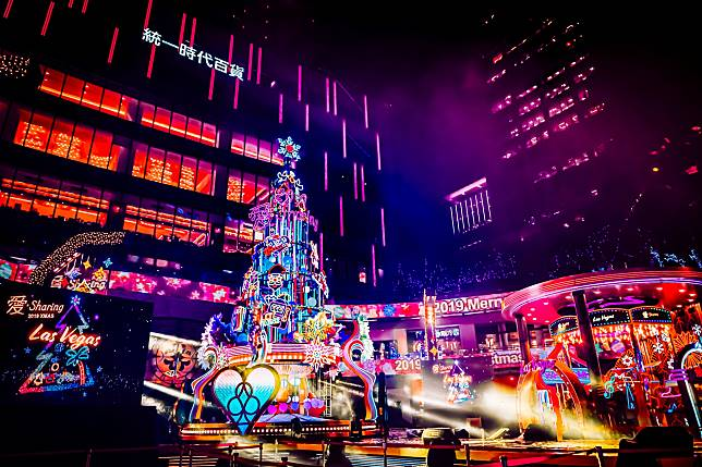 ▲統一時代百貨邁入第5年的「愛‧Sharing」登場,今年以美國Las Vegas為主題城市,邀請民眾體驗魔幻與炫麗的冬日熱情。(圖/統一時代百貨提供)